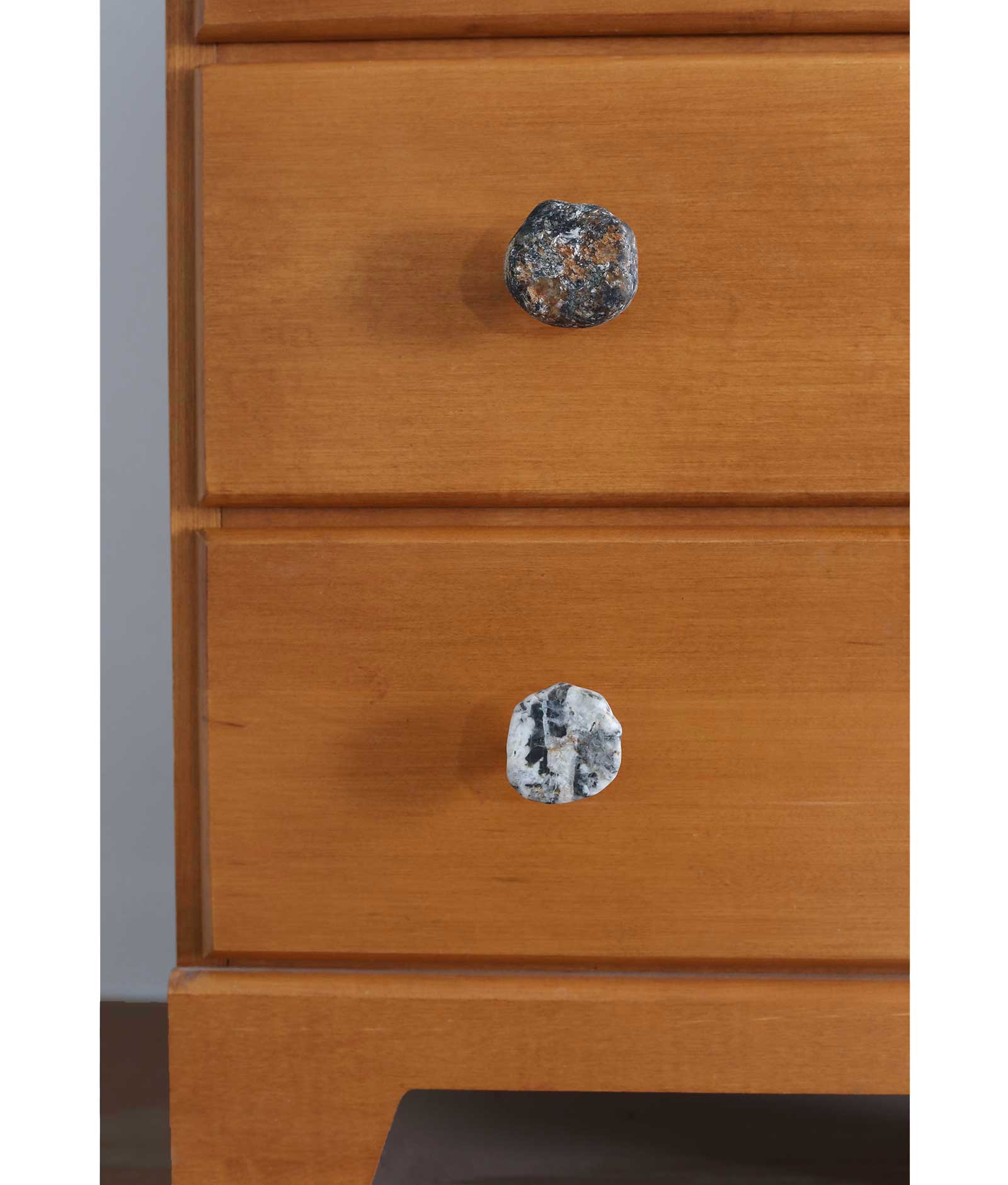 Picture of: Stone Drawer Pulls New England Fieldstone American Stonecraft